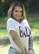 Bad Girl Foxxy Wants You to Come Over and Pleasure Her Holes
